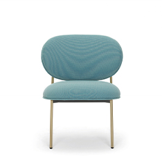 The Blume collection is characterized by a soft and rounded shape, owe their distinctive appearance to their sophisticated flower-shaped profile in extruded aluminium. An extremely comfortable lounge armchair, in which the slender extruded aluminium frame and the soft, generous polyurethane foam are harmoniously combined. The different finishes available reflect the collection's versatility and ease of adaptation to any setting.